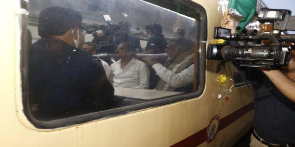 मप्रः केंद्रीय मंत्री पटेल ने राज्यरानी एक्सप्रेस को हरी झंडी दिखाकर किया रवाना