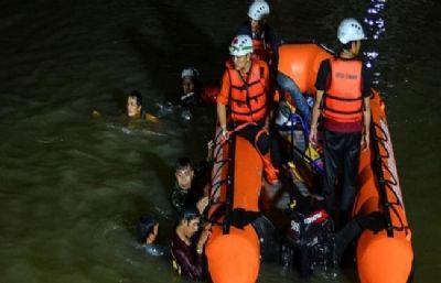 इंडोनेशिया में नदी तट की सफाई के दौरान 11 बच्चे डूबे