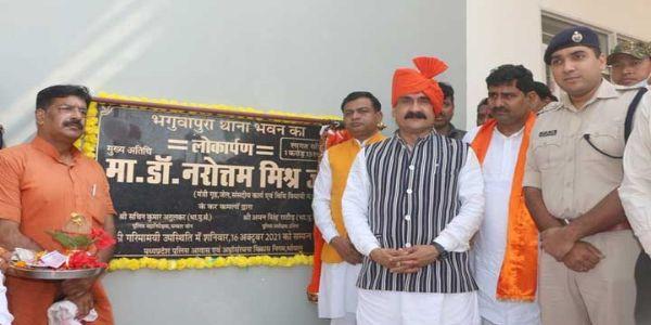 दतियाः गृह मंत्री डॉ. मिश्रा ने 3 नवीन थाना भवनों का किया लोकार्पण
