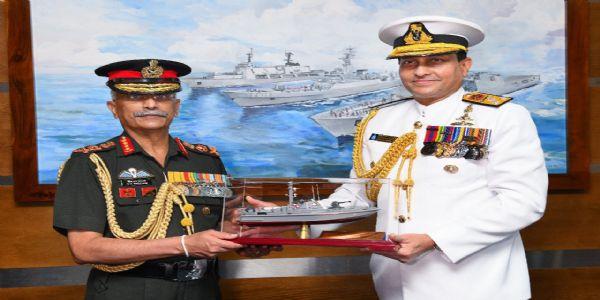जनरल नरवणे ने श्रीलंकाई दौरे में की द्विपक्षीय रक्षा साझेदारी पर बात