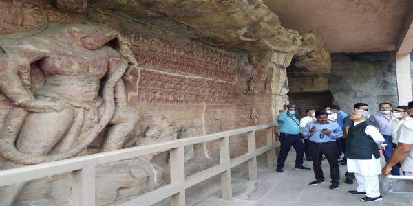 मप्रः राज्यपाल पटेल ने किया उदयगिरी की गुफाओं का अवलोकन