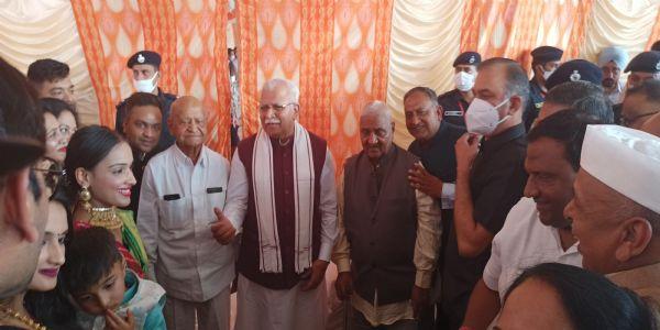पलवल: विधायक दीपक मंगला के पुत्र की सगाई में पहुंचे मुख्यमंत्री