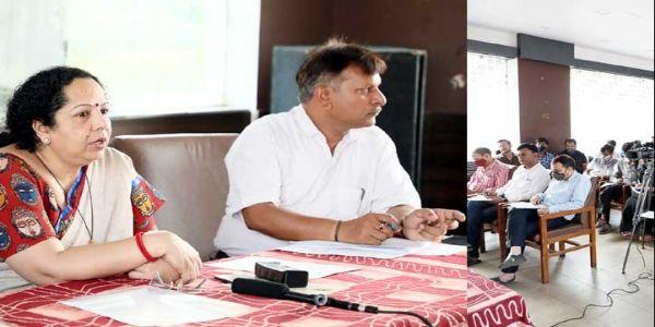मप्रः खादी को अपनी जीवन-शैली में शामिल करने की जरूरतः अनुभा श्रीवास्तव