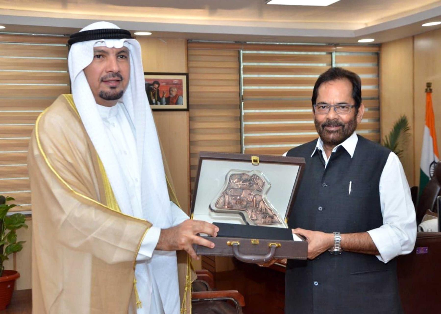 केंद्रीय अल्पसंख्यक मामलों के मंत्री मुख्तार अब्बास नकवी से मुलाकात करते भारत में कुवैत के राजदूत जसीम इब्राहीम अल नजेम। फोटो गणेश बिष्ट