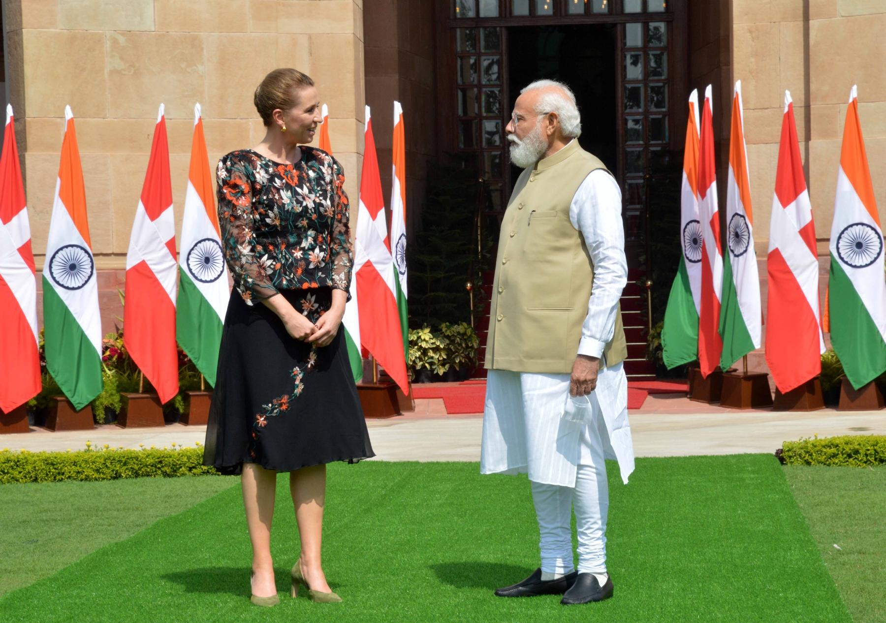 को हैदराबाद हाउस में प्रधान मंत्री नरेंद्र मोदी के साथ डेनमार्क की प्रधान मंत्री मेटे फ्रेडरिकसन की संयुक्त वक्तव्य के दौरान। फोटो गणेश बिष्ट