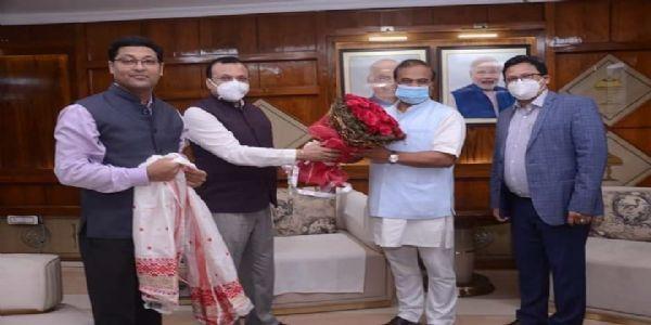 असम: राज्य के न्याय क्षेत्र से जुड़े लोगों ने मुख्यमंत्री राहत कोष में दिये 45 लाख रुपये