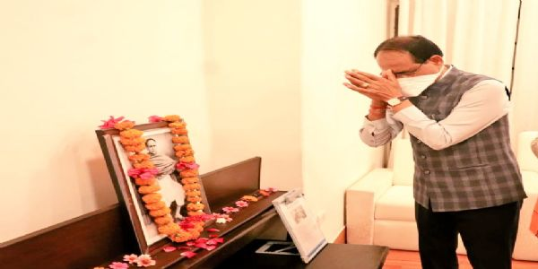मुख्यमंत्री ने ईश्वरचन्द्र विद्यासागर को पुण्यतिथि पर किया नमन