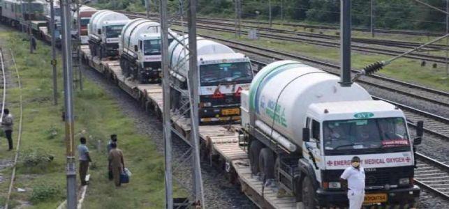भारत से बांग्लादेश के लिए रवाना हुई तीसरी 'ऑक्सीजन एक्सप्रेस'