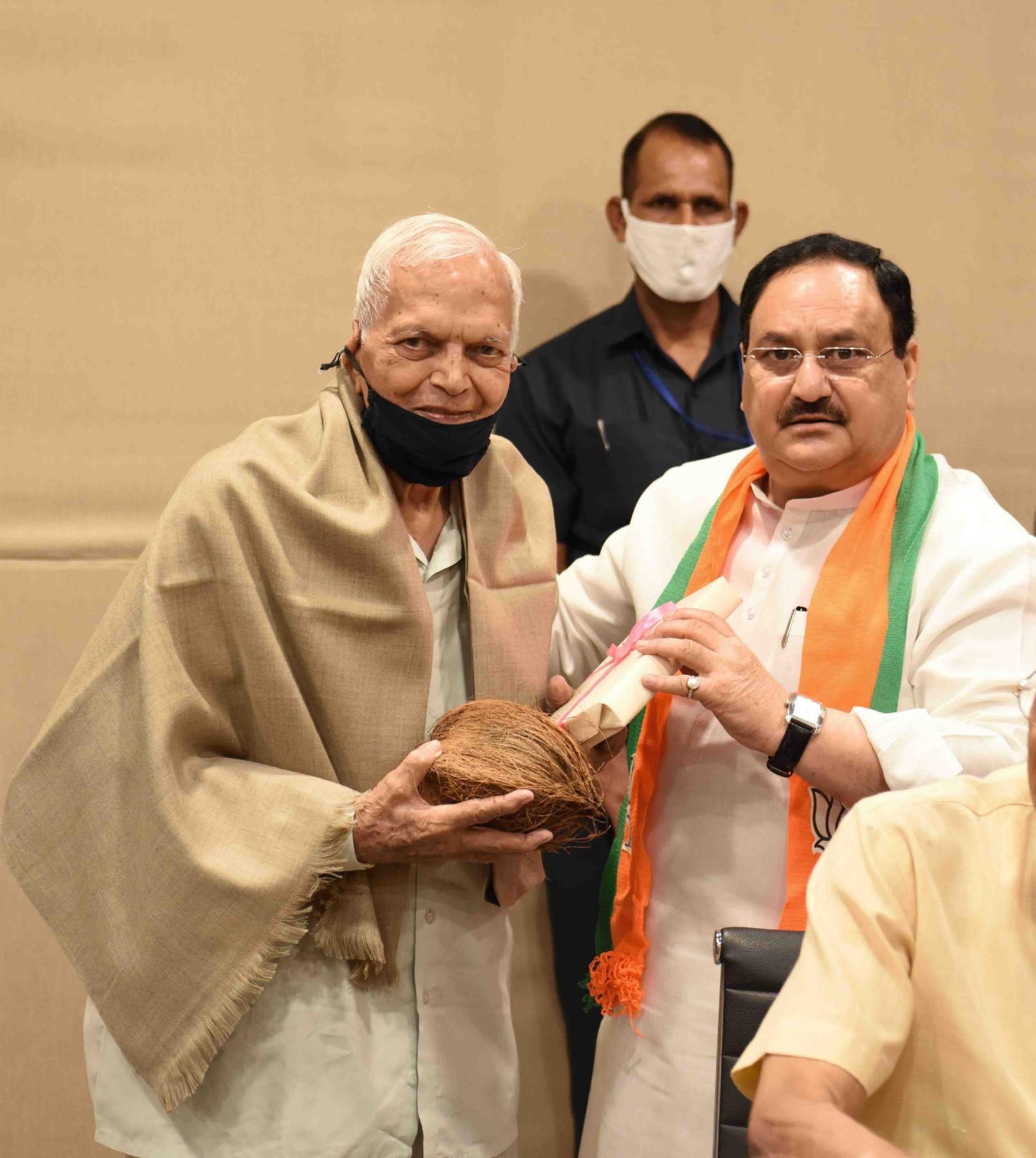 नई दिल्ली में शनिवार 25 सितंबर को भाजपा राष्ट्रीय अध्यक्ष जेपी नड्डा पार्टी मुख्यालय में पंडित दीनदयाल उपाध्याय की जन्म जयंती पर पुष्पांजलि अर्पित करते औरसभा को संबोधित किया। फोटो गणेश बिष्ट