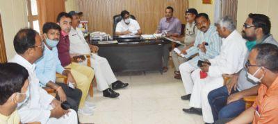 रामलीला समिति पदाधिकारियों ने अधिकारियों से की मुलाकात