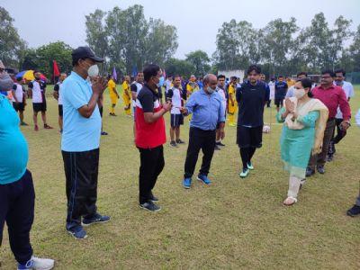 फुटबाल टूर्नामेंट : कामर्शियल चैलेंजर्स ने पर्सनल वारियर्स को दी करारी मात
